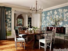 40 Traditional Designer Rooms This New York City dining room came to life with a vibrant, scenic Chinese wallpaper by Gracie. Dining Room Blue, Elegant Dining Room, Beautiful Dining Rooms, Dining Room Design, Beautiful Homes, House Beautiful, Dining Chairs, Chinoiserie Wallpaper, Of Wallpaper