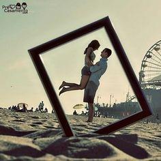 Amei a ideia da moldura // I love the idea of having the frame in the picture like that <3  #precasamento #sitedecasamento #bride #groom #wedding #instawedding #engaged #love #casamento #noiva #noivo #noivos #luademel #noivado #casamentotop #vestidodenoiva #penteadodenoiva #madrinhadecasamento #pedidodecasamento #chadelingerie #chadecozinha #aneldenoivado #bridestyle #eudissesim #festadecasamento #voucasar #padrinhos #bridezilla #casamento2016 #casamento2017