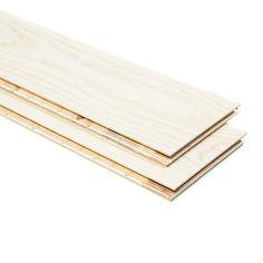 Ljus askparkett i plankformat som ger en enhetlig och exklusiv känsla till rummet. Golvbrädorna har ett kortare format vilket underlättar vid golvläggningen.