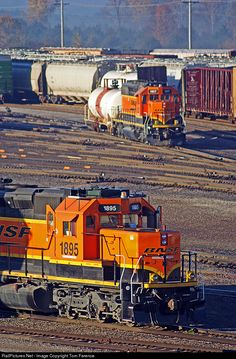 RailPictures.Net Photo: BNSF 1895 BNSF Railway EMD SD40-2 at Galesburg, Illinois by Tom Farence