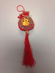 O melhor de morar na Cali e fazer amigos do mundo inteiro. Ganhei este lindo ornamento da minha querida amiga chinesa. Este e o símbolo da felicidade, usado especialmente na celebração do ano novo chinês. Um arraso este regalo!