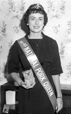 Behold the National Pork Queen! Vintage photos of bizarre beauty contests & queens Internship Fashion, Beauty Contest, Women Names, Beauty Pageant, Vintage Beauty, Vintage Style, Beauty Queens, Vintage Photos, Vintage Photographs
