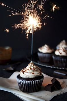 Chocolate Cupcakes with Peanut Butter Swiss Meringue Buttercream. Chocolate cupcakes with peanut butter frosting and caramel drizzle. Happy Birthday Celebration, Happy Birthday Cupcakes, Happy Birthday Candles, Happy Birthday Messages, Happy Birthday Images, Birthday Wishes, Cake Sparklers, Happy Birthday Wallpaper, Swiss Meringue Buttercream