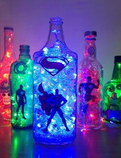 unglaubliche DIY-Ideen mit Superhelden-Thema incredible DIY ideas with superhero theme Home Design, Interior Design, Boy Room, Kids Room, Marvel Room, Avengers Room, Superhero Room, Geek Decor, Bottle Crafts