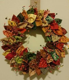 Fabric wreath, More fabric crafts Christmas Sewing, Christmas Projects, Christmas Crafts, Fabric Christmas Decorations, Fabric Christmas Ornaments, Christmas Quilting, Christmas Swags, Burlap Christmas, Christmas 2019