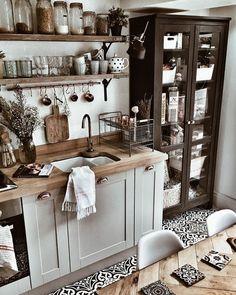 45 Best Vintage Kitchen Design Ideas to Impress Your Guests - KüchenDekoration Boho Kitchen, Rustic Kitchen, Country Kitchen, New Kitchen, Vintage Kitchen, Kitchen Decor, Kitchen Ideas, Kitchen Yellow, Kitchen Storage