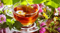 Thee wordt al vele jaren gedronken om af te slanken en gewicht te verliezen. Zwarte thee is niet erg effectief bij afvallen. Oolong-thee wordt op allerlei websites aangeprezen, maar is lang niet zo goed voor afvallen als de goedkopere groene thee.  Witte thee helpt het allerbest als je een aantal kilo's kwijt wilt. In dit artikel lees je alles over thee & afvallen
