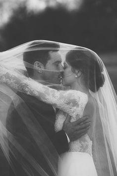20 Most Epic Wedding Kiss Photos of All Time - crazyforus Wedding Fotos, Wedding Kiss, Wedding Photoshoot, Wedding Shoot, Dream Wedding, Wedding Hair, Wedding Engagement, Wedding Ceremony, Wedding Posing
