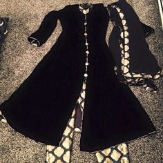 Black Brocade suit Pakistani Formal Dresses, Indian Dresses, Indian Outfits, Stylish Dress Designs, Stylish Dresses, Designer Punjabi Suits, Indian Designer Wear, Sleeves Designs For Dresses, Velvet Fashion