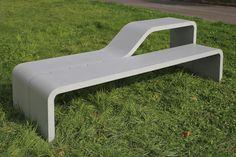 Banc table CANTINE URBAINE / design Sovann Kim en béton fibré ultra hautes…