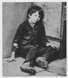 English Historical Fiction Authors: The Plight of Victorian Children and Dr… Victorian Life, Victorian London, Victorian Street, Victorian Photos, Antique Photos, Old Pictures, Vintage Pictures, Old Photos, Historical Fiction Authors