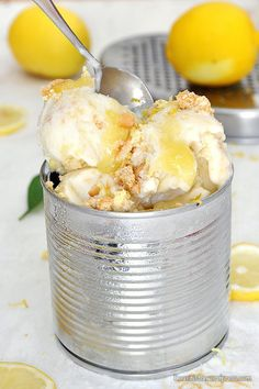 Παγωτό lemon pie xωρίς παγωτομηχανή / No-churn lemon pie ice cream 2 Ingredient Ice Cream, The Kitchen Food Network, Ice Cream Pies, 2 Ingredients, Food For Thought, Food Network Recipes, Nutella, Sweet Recipes, Baking Recipes