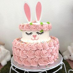 Savory magic cake with roasted peppers and tandoori - Clean Eating Snacks Easter Bunny Cake, Bunny Cakes, Bunny Birthday Cake, Bunny Party, Apple Smoothies, Salty Cake, Holiday Cakes, Holiday Decor, Cake Tins