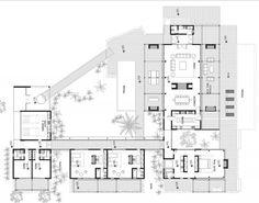 Casa 1planta. Muy amplia y jardines interiores.