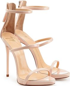 Kelly Clarkson's 'American Idol' Performance Brings  Jennifer Lopez, Wearing Giuseppe Zanotti 'Coline' Sandals, to Tears
