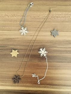 Miyuki snowflake  Miyuki star❄️ Beaded Jewelry Designs, Seed Bead Jewelry, Bracelet Patterns, Beading Patterns, Diy Collier, Peyote Beading, Bijoux Diy, Christmas Jewelry, Handmade Beads