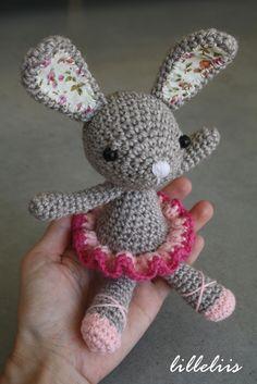 Mesmerizing Crochet an Amigurumi Rabbit Ideas. Lovely Crochet an Amigurumi Rabbit Ideas. Crochet Diy, Easter Crochet, Crochet For Kids, Crochet Crafts, Crochet Dolls, Amigurumi Patterns, Amigurumi Doll, Crochet Patterns, Yarn Projects