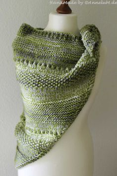 Einfaches Schultertuch Handmade by AnneluM Einfaches Schultertuch Handmade by AnneluM Crochet Poncho Patterns, Knitted Shawls, Crochet Scarves, Knitting Patterns, Crochet Crafts, Knit Crochet, Crochet Shawl, Uniqlo Women Outfit, Diy Scarf