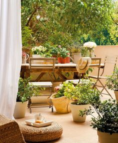 Ways to use potted plants on patio.