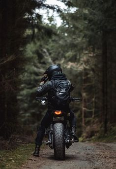 Wind Burned Eyes - Cars World 2020 Portrait Photography Men, Motorcycle Photography, Photography Poses For Men, Motorcycle Style, Motorcycle Travel, Motorcycle Quotes, Biker Photoshoot, Moto Wallpapers, Motorcycle Wallpaper