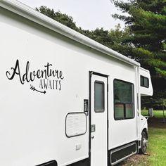 The Joy Of Having A Camping Camper RV On A Camping Trip - family camping site Caravan Makeover, Caravan Renovation, Camper Makeover, Vintage Rv, Look Vintage, Vintage Campers, Vintage Airstream, Vintage Motorhome, Vintage Trailers
