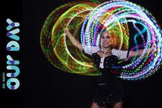 Malabarista luzes em evento empresarial da Bloomberg em São Paulo.  Contate-nos humorecirco@gmail.com (11) 97319 0871 (21) 99709 6864 (73) 99161 9861 whatsapp. Lights, Sao Paulo, Party, Corporate Events