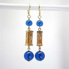 Boucles d'oreille en verre bleu vif lampions dorés  par kalaniparis