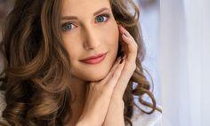 Prevencia proti vráskam: Čomu sa vyvarovať a čo robiť, ak ich nechceš mať Hoop Earrings, Beauty, Fashion, Moda, Fashion Styles, Beauty Illustration, Fashion Illustrations, Earrings