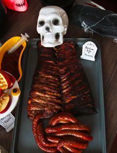 Halloween es sin duda el mejor día para comer lombrices, cadáveres, cerebros y otras vísceras. ¿Que no lo harías? Mira estas recetas y cambiarás de opinión.