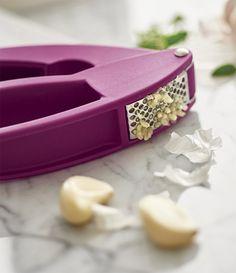 Garlic Wonder Gadget®. Preparing fresh garlic for your favorite recipes is virtually effortless with the Garlic Wonder? Gadget. Mince, smash and peel garlic with ease.