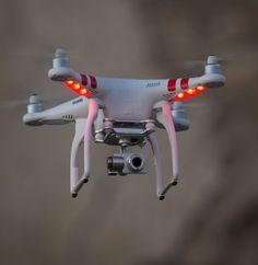 This is a drone. A drone is a aircraft without a human pilot! There are different types of drones but the drone is this picture is a civilian drone that takes picture from unreachable angles, controlled by a human on ground. Drone Rc, Drone Quadcopter, Camera Drone, Camera Gear, Gadgets Geek, Microsoft, Phantom Drone, Phantom 3, Professional Drone