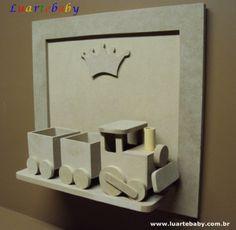 Porta de maternidade com trenzinho Luartebaby - Quadro para decoração infantil com trenzinho.<br>Brinde acompanha a coroa.<br>Peça em mdf sem pintura, a ser pintado pelo comprador.<br>Os pelúcias não acompanham a peça é apenas sugestão de aplicação.<br><br>Tamanho:<br>Altura de 30 cm, comprimento de 32 cm