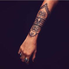 33 Cool Small Wrist Tattoos For Guys – Wrist Designs Wrist Tattoos For Guys, Small Wrist Tattoos, Sleeve Tattoos For Women, Forearm Tattoos, Body Art Tattoos, New Tattoos, Hand Tattoos, Cool Tattoos, Gorgeous Tattoos