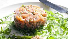 Une recette de tartare de saumon au citron et à l'aneth par le chef Giovanni Apollo.