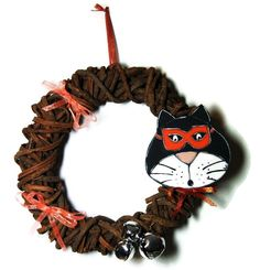 Wood wreath for halloween - Halloween wreath with cat - Cat with mask for Halloween de la boutique LULdesign sur Etsy Wood Wreath, Halloween Halloween, Cat Cat, Wreaths, Boutique, Christmas Ornaments, Holiday Decor, Etsy, Wood Bark
