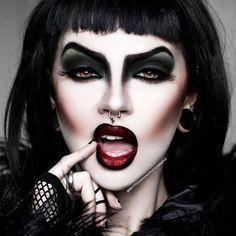 Goth make up like this is an art. Punk Makeup, Witch Makeup, Halloween Eye Makeup, Horror Makeup, Drag Makeup, Gothic Makeup, Makeup Art, Dark Fantasy Makeup, Fairy Makeup