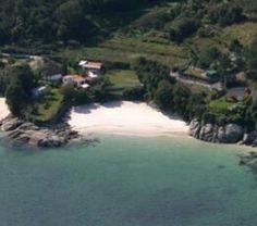 Playa de Pipín (24) Pequeña playa rústica de aguas tranquilas y arena blanca   Longitud: 50 m Anchura media:10 m .  Posición GPS: 42º 17´ 13,20 ´´ N // 8º 50´ 14,82´´ O