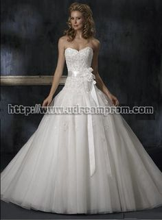 Love the sweet heart neck line and the bow