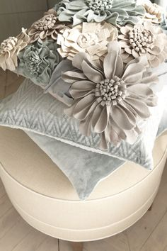 Ethan Allen Towson pillows - Oh so pretty. Sewing Pillows, Diy Pillows, Decorative Pillows, Throw Pillows, Fabric Crafts, Sewing Crafts, Sewing Projects, Felt Flowers, Fabric Flowers