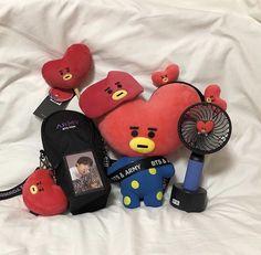 Red Aesthetic, Kpop Aesthetic, Aesthetic Pictures, Mochila Kpop, Bts Army Bomb, All Bts Members, Kpop Merch, Line Friends, Bts Fans