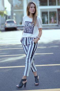 #FashionBySiman & Sofía Ávila: Los patrones de rayas nunca pasarán de moda. Puedes combinar el black and white con una tshirt estampada.