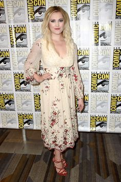 """Eliza Taylor Photos - Actress Eliza Taylor attends """"The Press Line during Comic-Con International 2016 at Hilton Bayfront on July 2016 in San Diego, California. - Comic-Con International 2016 - 'The Press Line Eliza Taylor, Eliza Jane Taylor Cotter, The 100 Cast, Cheerleading Pictures, Starred Up, Daily Photo, Photo L, Celebs, Celebrities"""