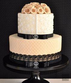 Şık bir düğün pastası / Chic wedding cake...