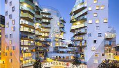 Dans le cadre du projet de renouvellement urbain de l'îlot Fulton, dans le 13e arrondissement de Paris, l'architecte Bernard Bühler, lauréat du concours lancé par le bailleur social ICF Habitat La Sablière, livre une résidence de 87 logements soci...