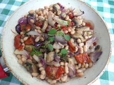 Zdravý a sýty fazuľovo-šampiňónový šalát - obrázok 1 Black Eyed Peas, Tofu, Meat, Chicken, Cubs