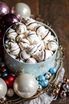 nougat meringues discovered by Ʈђἰʂ Iᵴɲ'ʈ ᙢᶓ on We Heart It Kolaci I Torte, Confectionery, Macarons, Stuffed Mushrooms, Snacks, Cookies, Baking, Party, Desserts