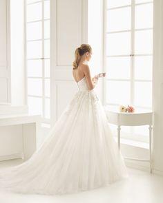 ELISABET Vestido de novia bordado pedrería y tul. Colección Rosa Clará Two 2016