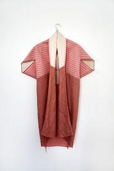 Origami style kimono gown, colour blocked with strips Illustration Mode, Fashion Details, Fashion Design, Inspiration Mode, Mode Outfits, Fashion Outfits, Kimono Fashion, Net Fashion, Ideias Fashion