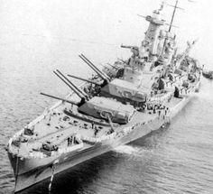USS WASHINGTON (BB-56 ) Battleship готовится к стрельбе по разным целям