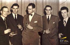 Invités assistant à la présentation du portrait. De gauche à droite : M. Humphreys, Don Scott, Thomas Carson, George Donaldson et Earl Orser. #EYCan150